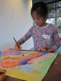 child making art