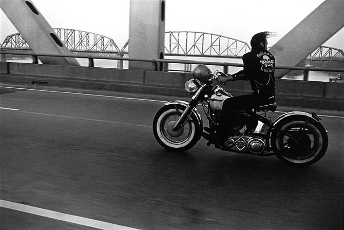 Danny Lyon Crossing the Ohio, Louisville, 1966