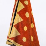 'Ahu 'ula (cloak), possibly mid-18th century. Red 'i'iwi (Vestiaria coccinea) feathers, yellow 'ō'ō (Moho sp.) feathers, and olonā (Touchardia latifolia) fiber. Bernice Pauahi Bishop Museum, Ethnology Collection, 11094/1913.001. Photograph by Hal Lum and Masayo Suzuki
