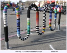 yarnbombed bike rack at the de Young museum by Streetcolor
