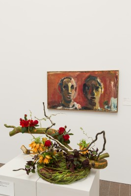 David Park, Couple, 1959. Oil on canvas. FAMSF, partial gift of the Morgan Flagg Family Foundation, 1995.21.6. Floral design by Belle Flora. Photograph © Greg A. Lato / latoga photography