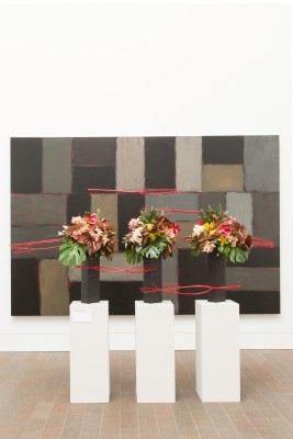 Sean Scully, Wall of Light Horizon, 2005. Oil on canvas. FAMSF, museum purchase, gift of Nan Tucker McEvoy, 2007.2a-b. Floral design by The Tompkison Group. Photograph © Greg A. Lato / latoga photography