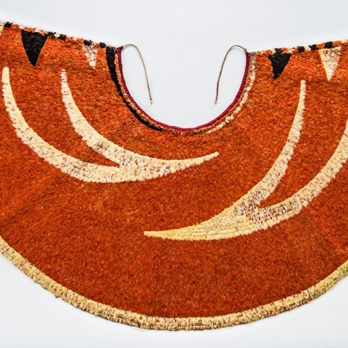 'Ahu 'ula (cape), possibly 19th century. Red 'i'iwi (Vestiaria coccinea) feathers, yellow and black 'ō'ō (Moho sp.) feathers, and olonā (Touchardia latifolia) fiber. Bernice Pauahi Bishop Museum, Kapi'olani-Kalaniana'ole Collection B.07236/1923.125. Photograph by Hal Lum and Masayo Suzuki