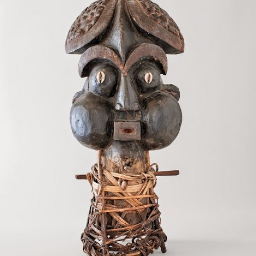 Ti ngünga, dance headdress used in nja (harvest festival), 20th century, Cameroon, Bamum. Wood, cowries, cane, and pigment. Richard H. Scheller Collection. Photo © Robert A. Kato