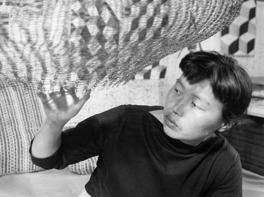 Ruth Asawa (1952), Photo by Imogen Cunningham