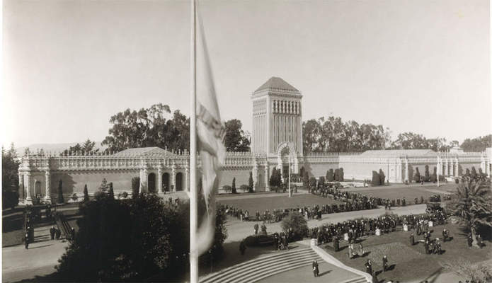 Image of the old de Young museum.
